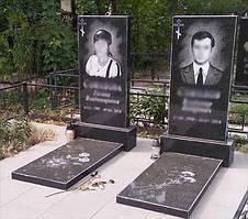 Два памятника супругов с надгробными плитами (Габбро Буки) 1
