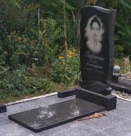 Гранитный памятник с надгробной плитой 1