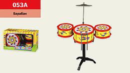 Барабанна установка три барабана, тарілка, ударні палички, 053A