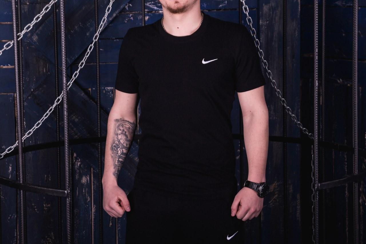 Чоловіча чорна повсякденна футболка Nike