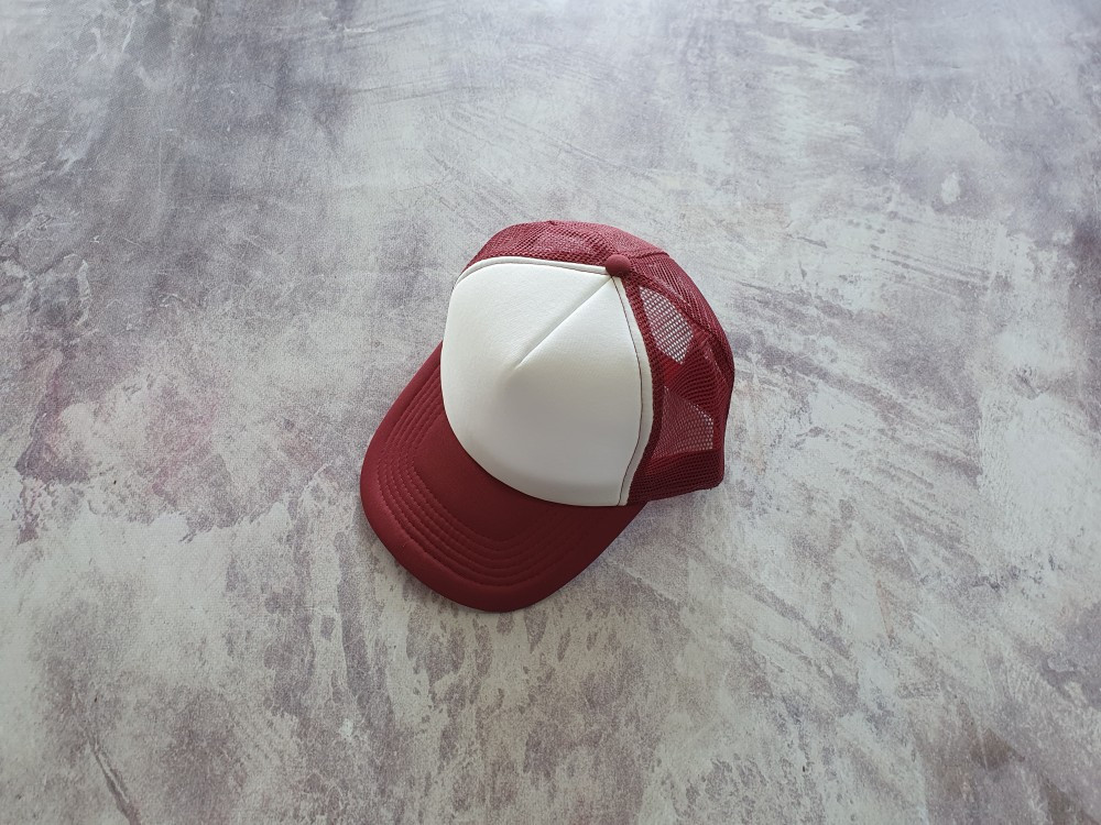 Бордова кепка тракер з білою частиною лобної