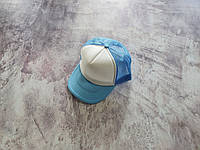 Голубая кепка тракер с белой лобовой частью