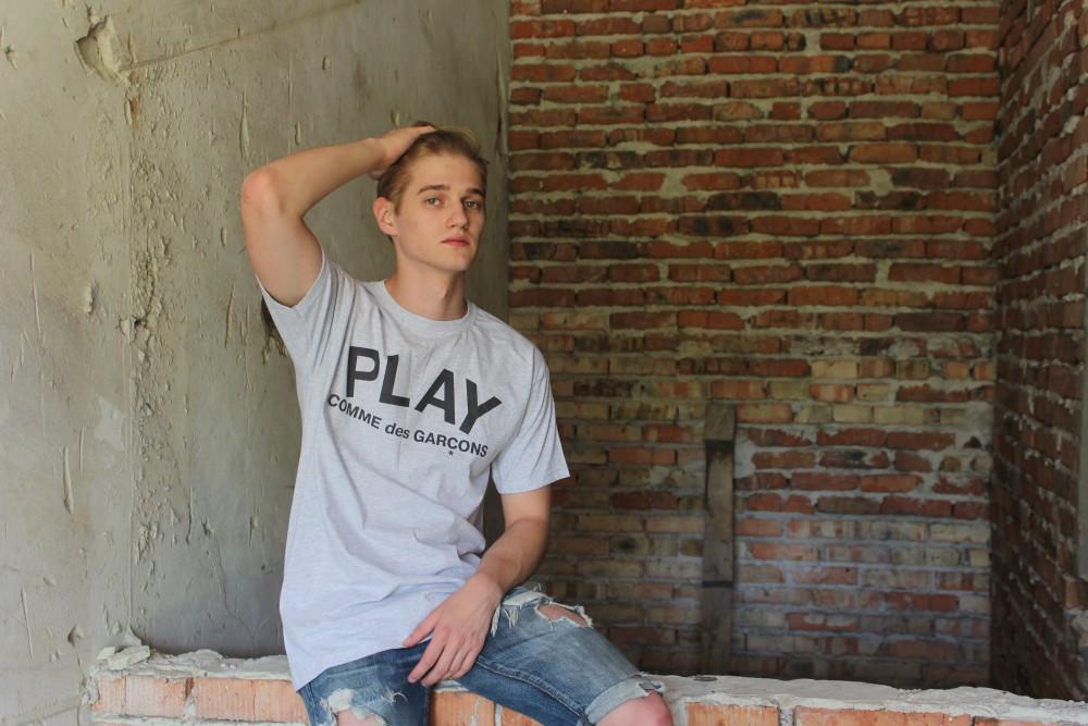 Серая футболка Play CDG