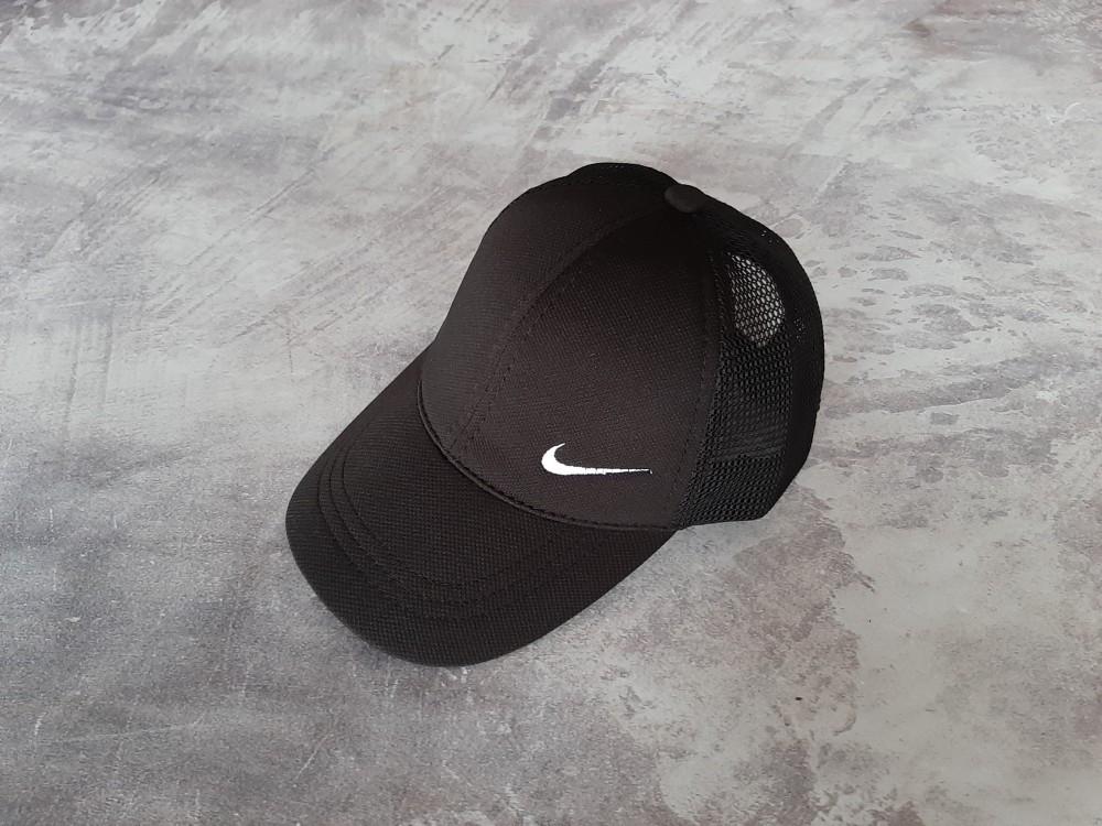 Черная кепка Nike