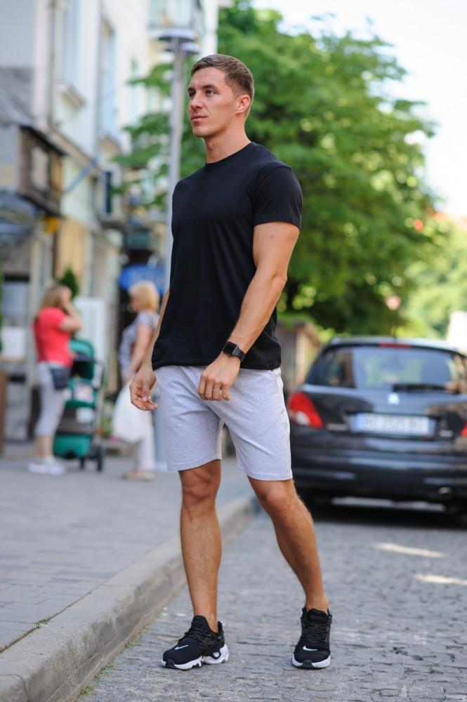 Летний мужской комплект - черная футболка и серые шорты