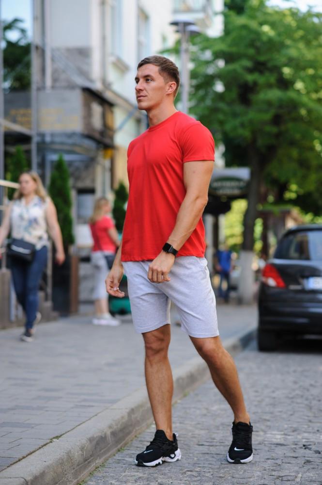 Летний мужской комлект - красная футболка и серые шорты