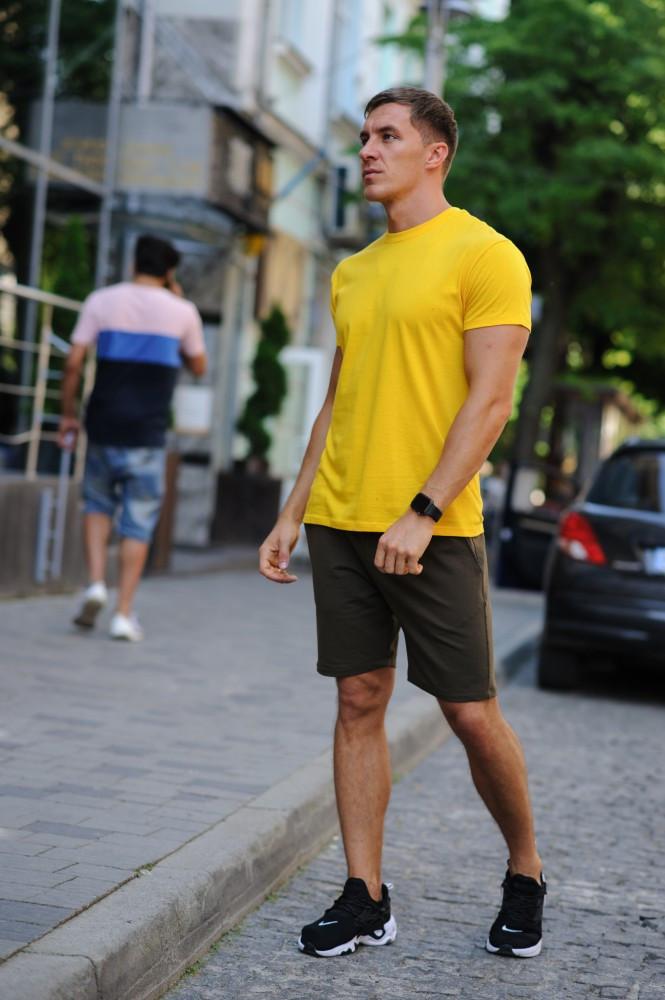 Річний комплект - жовта футболка і шорти хакі