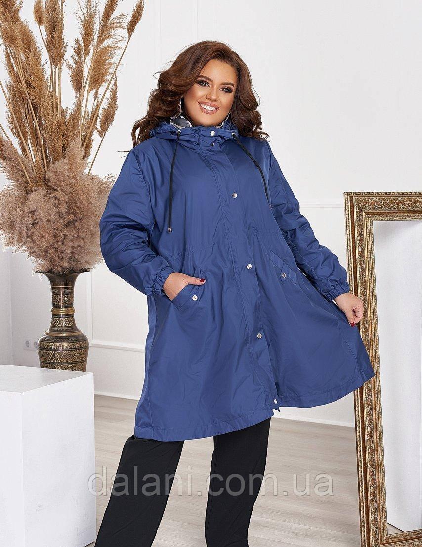 Жіноча вільна синя куртка-вітровка з плащової тканини батал
