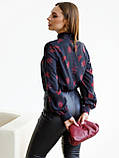 Чорна блузка в квітковому принте з довгим рукавом і коміром стійка, фото 5