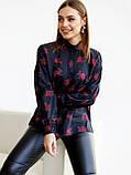 Чорна блузка в квітковому принте з довгим рукавом і коміром стійка, фото 4