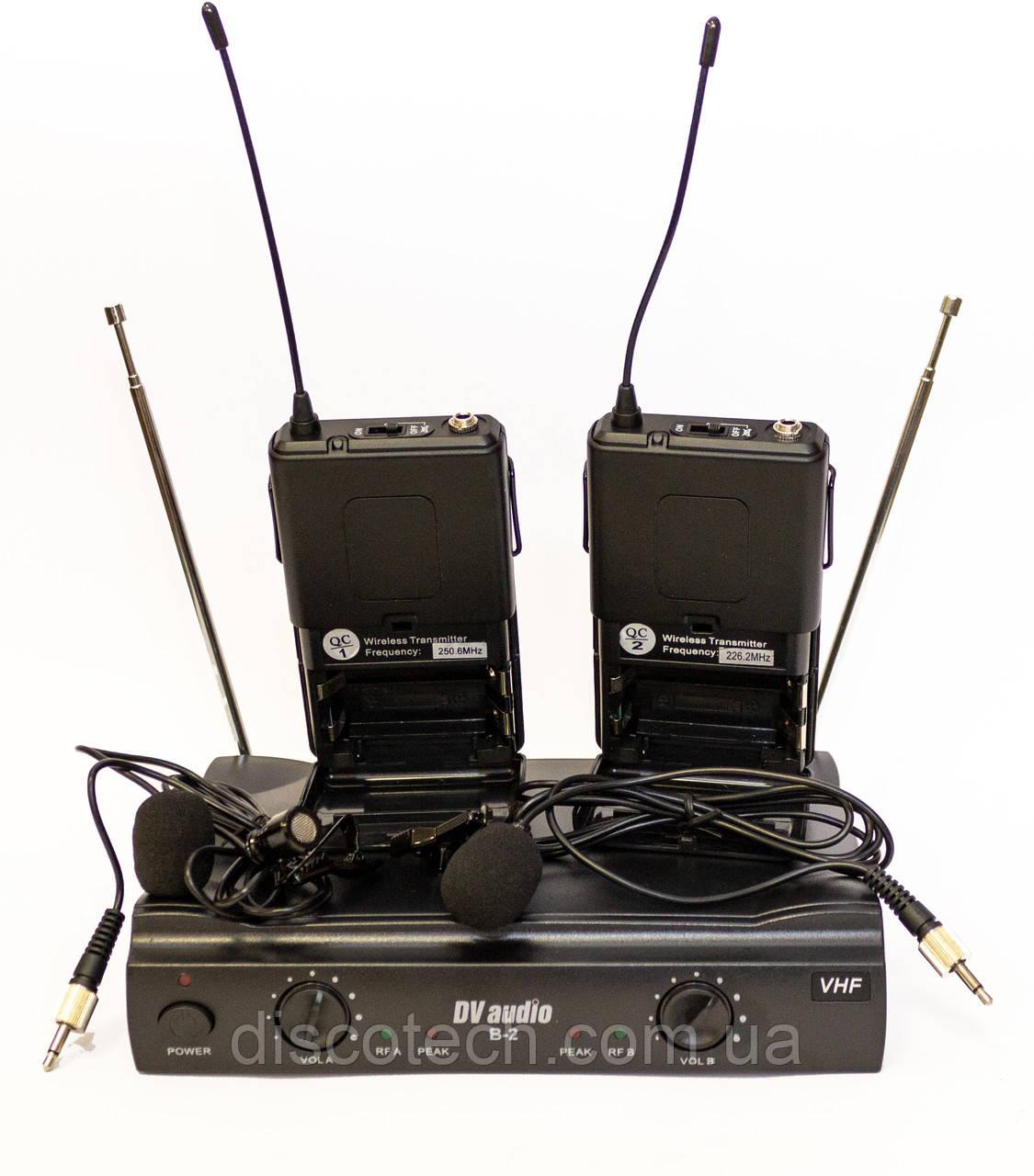 Радиосистема с гарнитурой черного цвета или петличным микрофоном черного цвета, VHF