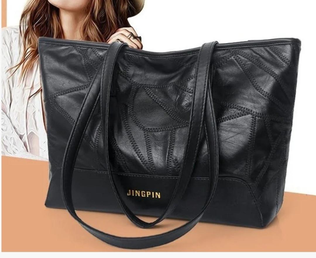 Практичная черная женская сумка