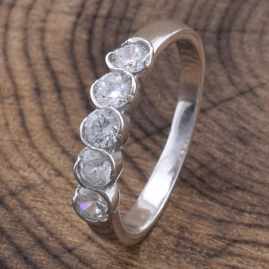 Кольцо серебряное женское Камила вставка белые фианиты размер 16