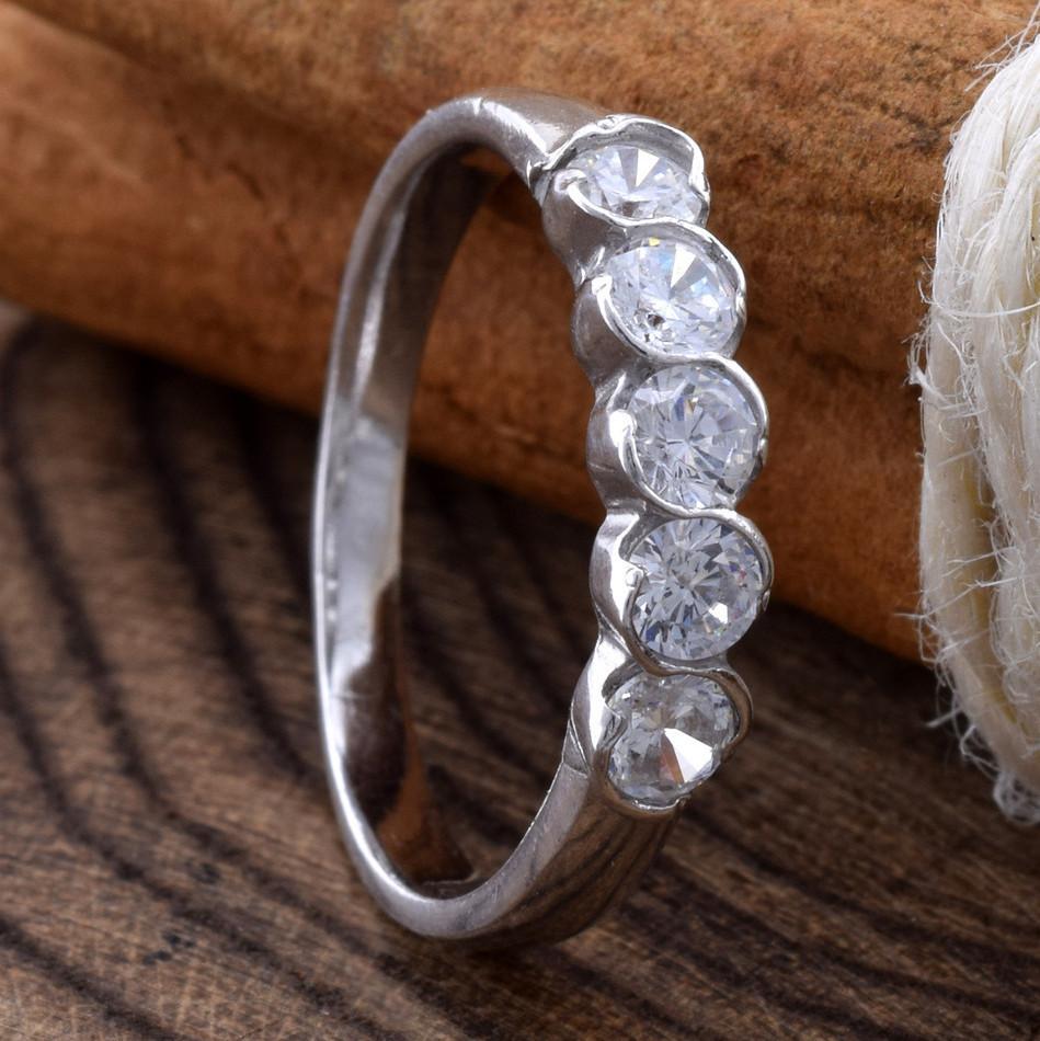 Серебряное кольцо Камила вставка белые фианиты вес 1.6 г размер 18.5