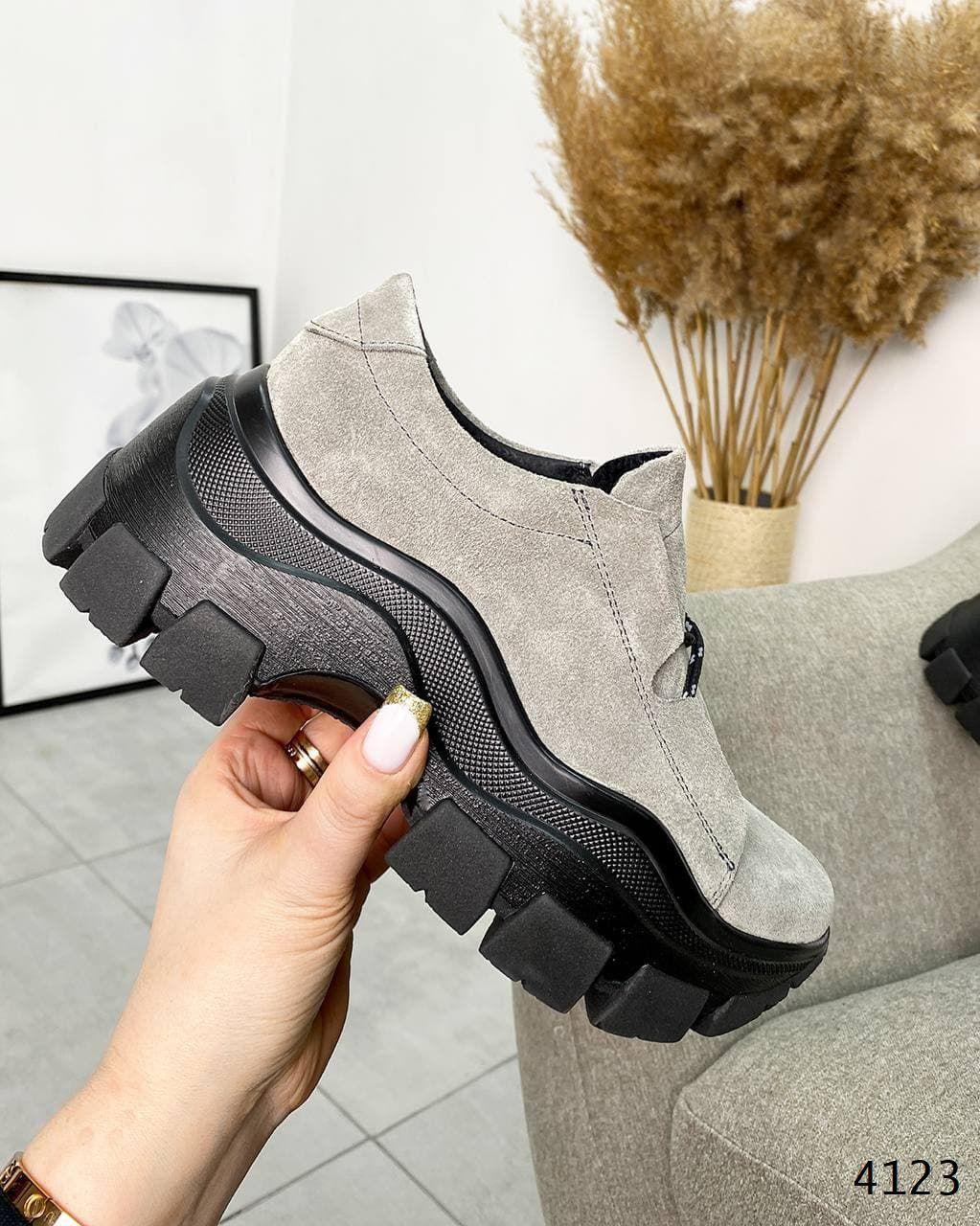 Молодіжні кросівки з еко шкіри 38,41 р пудра