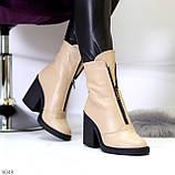Бежевые женские ботинки из натуральной кожи на молнии на устойчивом каблуке, фото 2