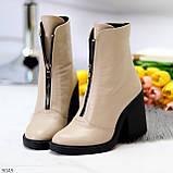 Бежевые женские ботинки из натуральной кожи на молнии на устойчивом каблуке, фото 5