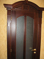 Дверь с портальным обрамлением