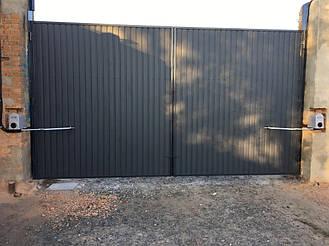 Установлены ворота из профлиста двусторонние с автоматикой FAAC 391