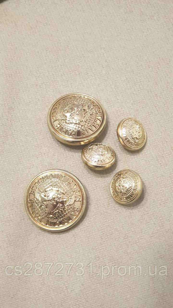 Пуговицы Balmain  круглой формы , металические диаметром 26 мм
