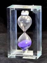 Песочные часы в стеклянной рамке