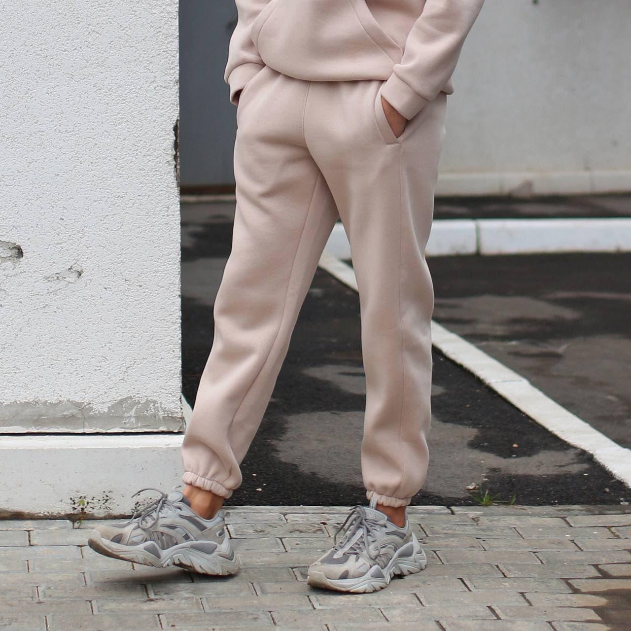 Спортивные штаны мужские бежевые База от бренда ТУР, размер: XS, S, M, L, XL