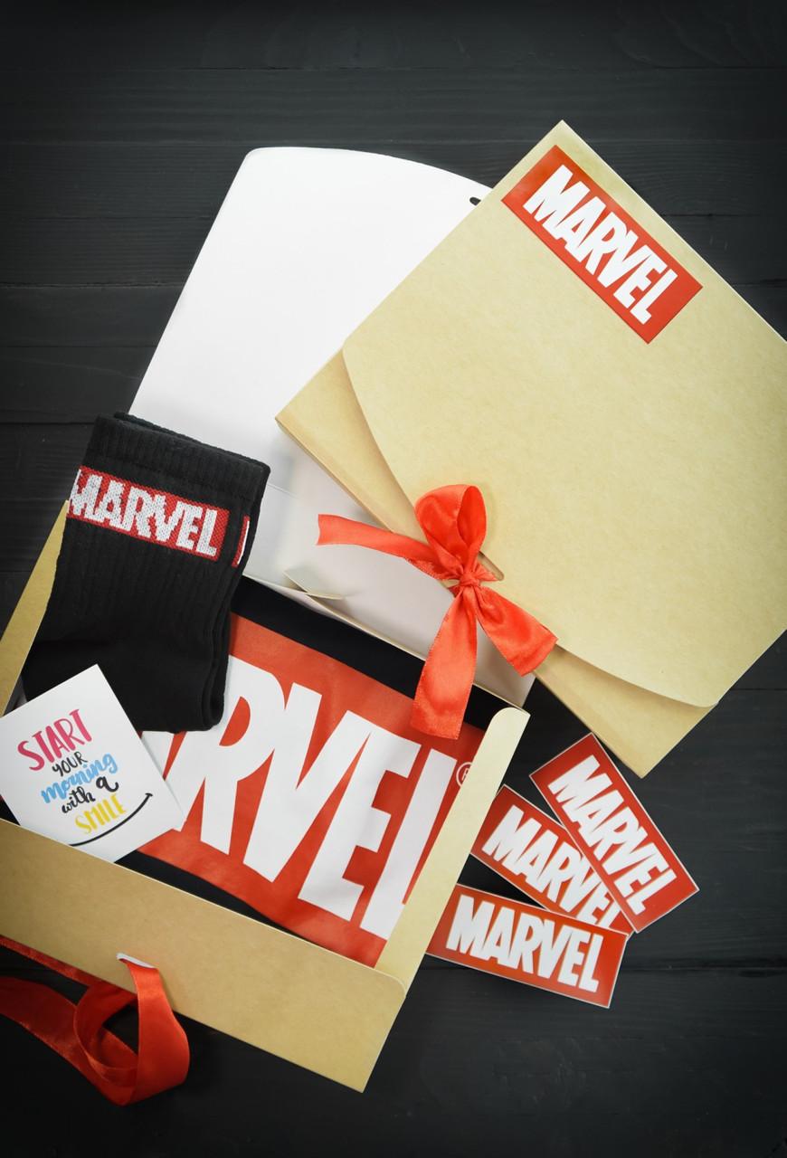"""Подарунковий жіночий набір. Футболка чорна з принтом """"Marvel"""", шкарпетки з принтом """"Marvel"""""""