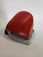 Дырокол 30 листов пластик металл L1404-06 красный ТМ LEO 240073