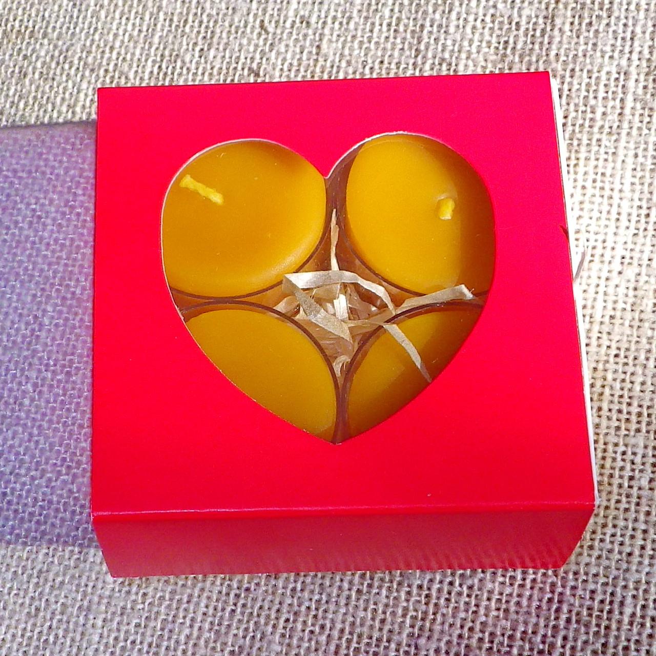 Подарочный набор круглых восковых чайных свечей 24г (4шт.) в коробке Красное Сердце