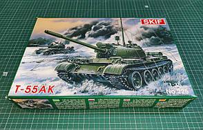 Т-55АК Советский средний танк. Сборная модель в масштабе 1/35. SKIF MK225
