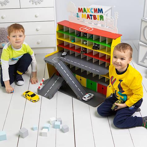 """Гараж для машинок Woodmax """"Eleven"""" 68x38x56 cм цветной с LED-подсветкой"""