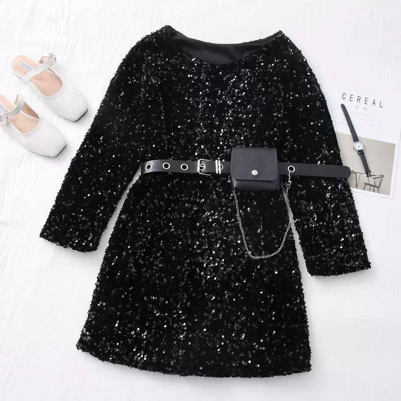 Стильное платье, расшитое пайетками, со съемным ремешком-кошельком