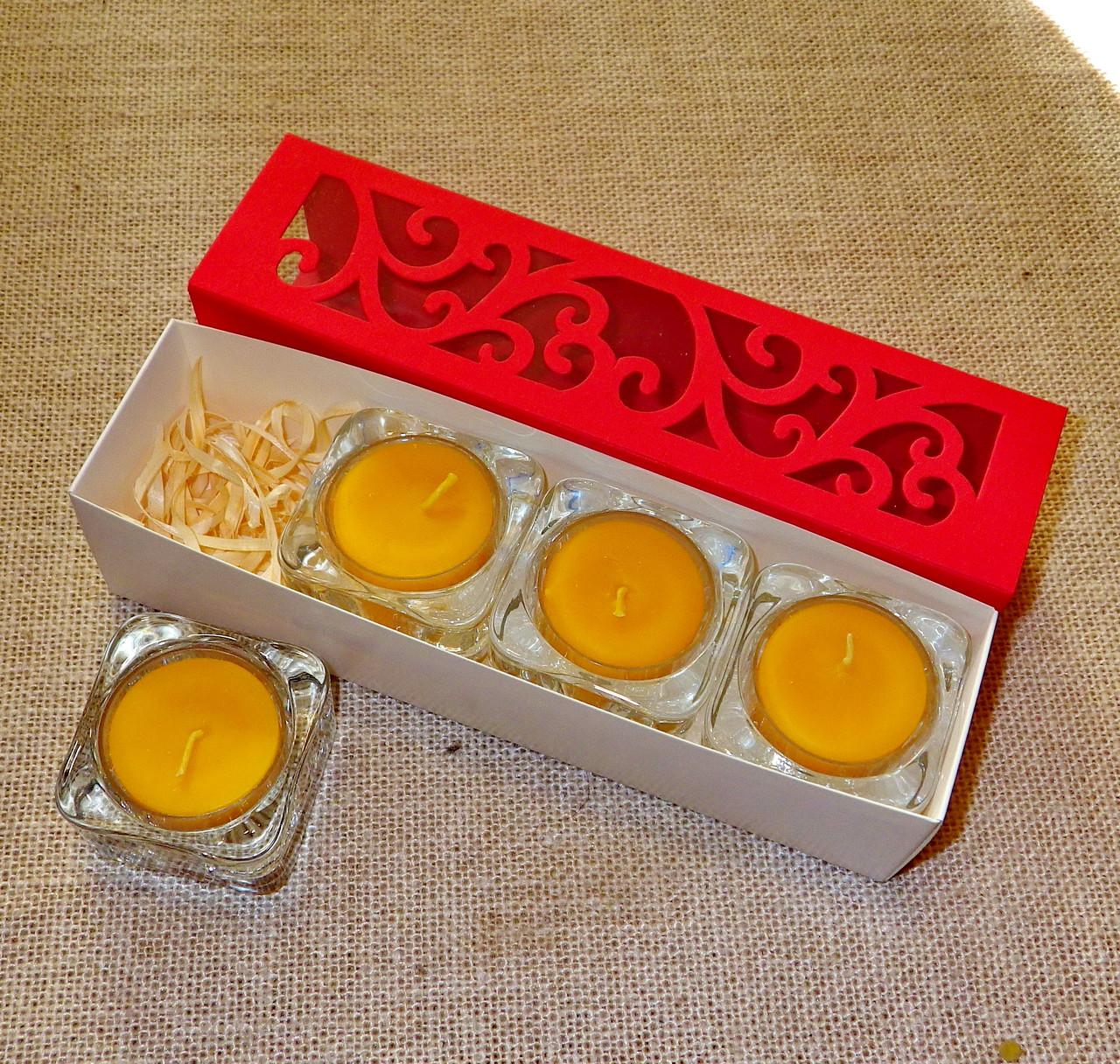 Набор 4 стеклянных подсвечников с 4 прозрачными восковыми чайными свечами 24г в Красной Коробке