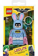 Брелок LEGO Super Heroes: Бэтмен в костюме зайца (LGL-KE103B)
