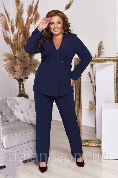 Женский деловой синий брючный костюм с пиджаком батал