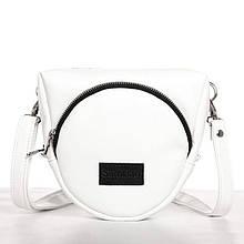 Модная небольшая женская белая сумка через плечо на длинном ремешке наплечная