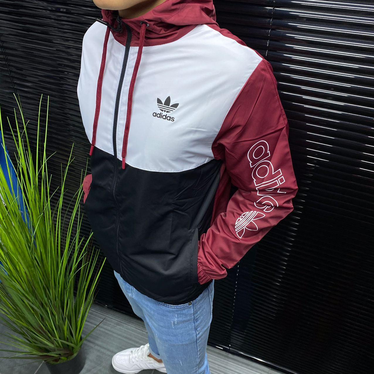 Ветровка мужская Adidas.