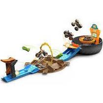 """Hot Wheels Ігровий набір """"Трюки у шині"""" серії """"Monster Trucks"""" GVK48. Оригінал"""
