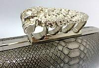 Серый лаковый клатч кастетом, фото 1
