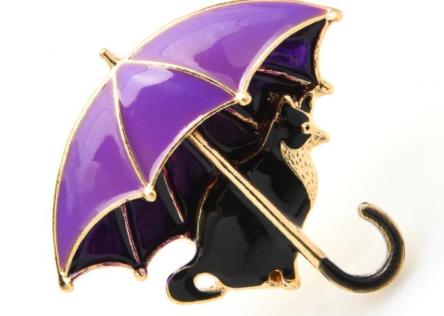 Брошь брошка значок кот кошка черная под сиреневым зонтом металл эмаль