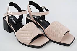 Босоножки на каблуке Guero 182319 39 Пудра кожа