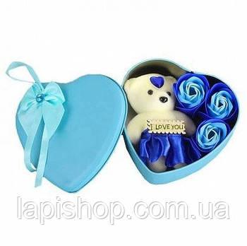 Подарочный набор в форме сердца c мыльными розами 3 шт с мишкой голубой
