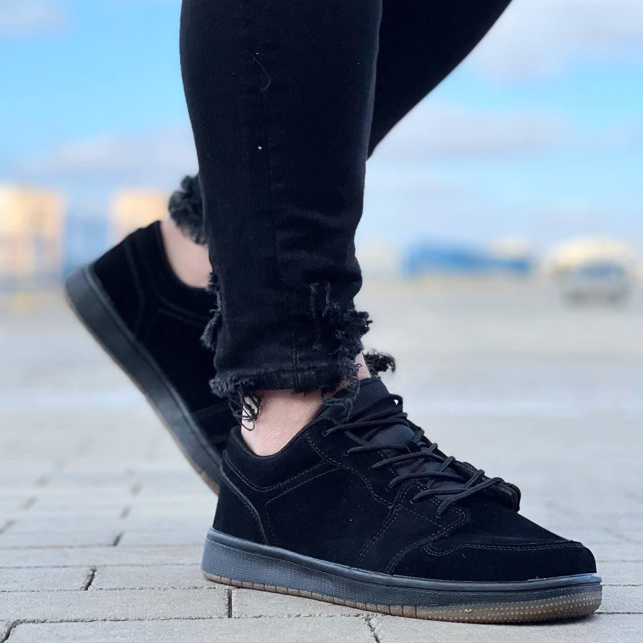 Чоловічі кросівки в стилі Stilli 41-45 чорний з бел. 028