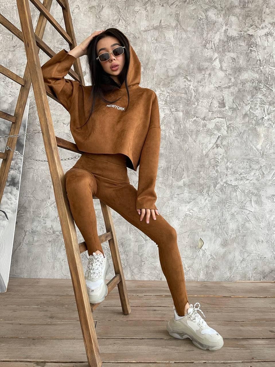 Замшевый костюм женский с леггинсами и укороченным свободным худи (р. S, M) 71st1658