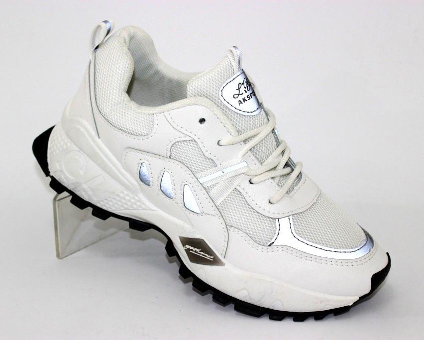 Женские кроссовки в белом цвете 3623.0см 3723.5см