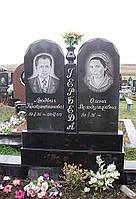 Двойной памятник с столбиком и вазой по средине № 86