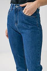 Базовые темно-синие джинсы с высокой посадкой в размерах: S, M, L, XL.