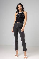 Трендовые серые джинсы с рваным краем в размерах: S, M, L, XL.