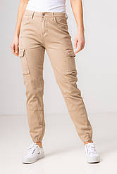 Котоновые бежевые джинсы с накладными карманами со средней  посадкой в размерах: S, M, L, XL.