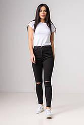Cеро-черные джинсы-скинни и разрезом на коленях со средней  посадкой в размерах: S, M, L, XL.